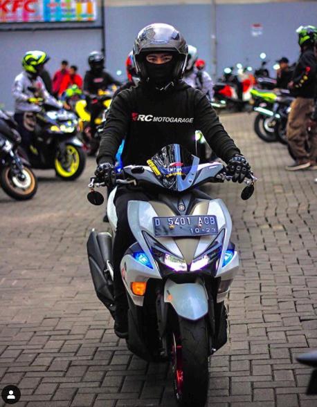 Modification Yamaha Aerox White